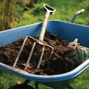 Подготовка почвы для укладки газона